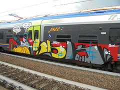 -stomp down ki... -steal deal kill! (en-ri) Tags: opak sdk crew robin batman slap ceffone schiaffo train torino graffiti writing 2016 giallo rosso grigio