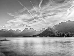 fin de journe sur le lac d'Annecy (imagene74) Tags: lacannecy poseslongues nb montagnes monocrome exterieur