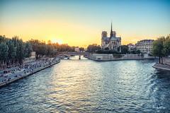 Notre Dame (Sabrina Vosgien) Tags: paris seine fleuve eau water sun soleil couch sunset notre dame monument d750 nikon acrofoto sky ciel ville city urbain paysage cityscape