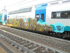 062 (en-ri) Tags: redrom rdm gang crew azzurro marrone arrow bocca mouth denti teeth train torino graffiti writing