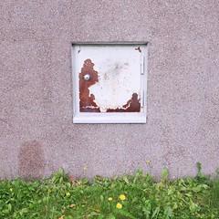 The hatch (neppanen) Tags: sampen discounterintelligence helsinki helsinginkilometritehdas suomi finland piv65 reitti65 pivno65 reittino65 hatch luukku kivikko