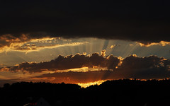 .. and off I am (Lutz Koch) Tags: sky himme wolken clouds sun sunset sundown strahlen sunrays rays abend evening elkaypics lutzkoch