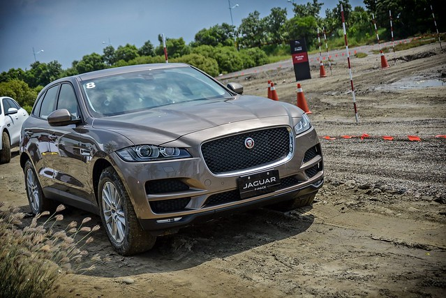F-Pace-9