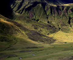 Late afternoon sunlight glory (Sverrir Thorolfsson) Tags: sun mountain landscape iceland moss mountainrange sverrirrlfsson truthillusion