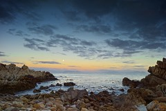 Moonset - False Bay (Paul Perton) Tags: sunrise shoreline falsebay rooiels voigtlandersuperwideheliar15mmf45