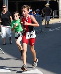 It hurts! (Cavabienmerci) Tags: boy sports boys sport kids race children schweiz switzerland kid à child suisse running run course runners tri pied runner triathlon vevey laufen triathlete lauf courir