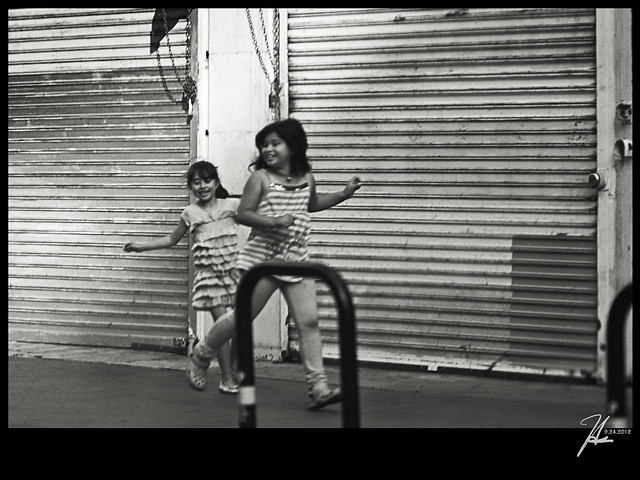 Downtown Los Angeles Street Photography - Sisters