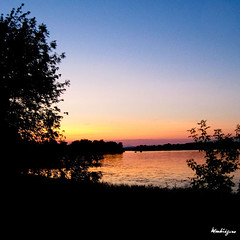Evening Mood - Ambiance du soir (monteregina) Tags: trees sunset sky sun canada nature water reflections evening soleil eau sonnenuntergang waterfront view sundown walk natur silhouettes ciel arbres québec relection mystreet soir myplace reflets vue neighbourhood marche eveningwalk ottawariver coucherdesoleil reflextion montérégie quartier waterscape rive voisinage coucherdusoleil marue soleilcouchant rivièredesoutaouais borddeleau parages
