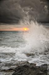 Splash (Carlos J. Teruel) Tags: sunrise mar mediterraneo amanecer nubes rocas marinas torrevieja d300 xaviersam singhraydarylbensonnd3revgrad carlosjteruel