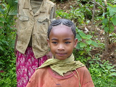 African or Chinese? (davidevarenni) Tags: ethiopia etiopia tribe trib young girl