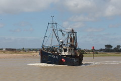 Rye Fishing Trawler (Explored) (Henry Hemming) Tags: sea boat trawler rye east sussex estuary rother channel wake
