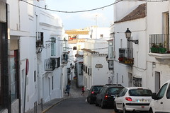 Tarifa. Una calle cuesta abajo (Paxtorino) Tags: tarifa cdiz espaa europa puertadejerez