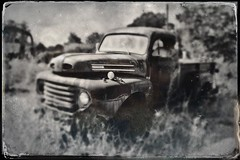 Ford and Chain (Neal3K) Tags: musellaga georgia bw blackwhite fordtruck abandoned hipstamatic tintype