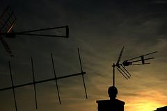 ATARDECER (ErickLlanosR) Tags: atardecer sunset antenas antennas canon 700d castellnovo contraluz