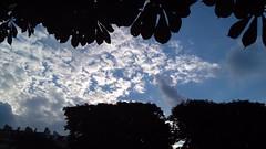 Entre deux (THEfunkyman) Tags: paris nuage cloud