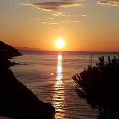 L'#alba di questa mattina a #portoazzurro  che meraviglia. Continuate a taggare le vostre foto con #isoladelbaapp il tag delle vostre vacanze all'#isoladelba. http://ift.tt/1NHxzN3  (isoladelbaapp) Tags: isoladelba elba visitelba portoferraio porto azzurro capoliveri marciana marina di campo rio
