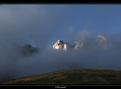 shining through the mist (bernd obervossbeck) Tags: italien italy cloud mist alps landscape nebel alpen landschaft dolomites sdtirol southtyrol dolomiten landscapephotography landschaftsfotografie mygearandme