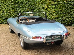 Jaguar E-Type 3,8 OTS (1963).