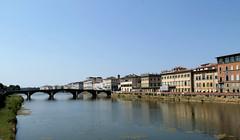 Linda Florencia (Lady Smirnoff) Tags: bridge italy house architecture puente florence arquitectura italia cityscape florencia casas paisajecitadino