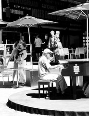 Jazz Mood (Anna Sikorskiy) Tags: montreal city streetphotography street streetart bw blackandwhite people couple music jazz mood atmosphere outdoor leisure urban life lifestyle summer season canada feeling love sunlight shadows abstract artistic canon