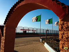 Frontire algro-marocaine (Ath Salem) Tags: tlemcen algrie mars ben mhidi portsay moscarda frontire maroc coucher de soleil sunset hammam boughrara maghnia drapeau flag beni snassen dcouverte tourisme maghreb littoral cte