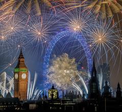 The world of faerie (5) (aurlien.leroch) Tags: europe london uk england gb londres bigben londoneye longexposure fireworks newyearseve night cityscape nikon d3000 clock