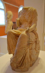 Seated figure of a Muse. (diffendale) Tags: sculpture art history statue stone museum ancient arte roman object massachusetts smith muse romano imperial springfield museo marble artifact archaeological seated without antico musa seduta scultura marmo senza archeologico noprovenance 1stcce unprovenanced unprovenienced noprovenience