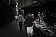Librería San Ginés (Eniola Itohan) Tags: madrid street photography books bookstore librería sangines somasmilende