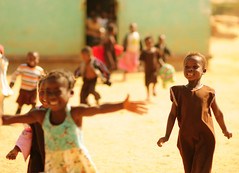000 - excited kids run out to greet visitors - L (SparkVentures) Tags: smile children happy inspired zambia readingpartnersandplayingwithkids