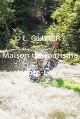 2841 - Raft - Canoe (MDDT43) Tags: france nature sport eau rivire raft t extrieur arbre printemps rocher auvergne verticale vgtation cano hauteloire 2841 eauvive activitsportive valdallier sporteneauxvives