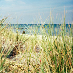 (Imagenary Things) Tags: ocean film beach strand balticsea ostsee pentaconsixtl biometar8028 kodakektar100
