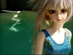 Rose .... funny how the light makes a Z in the water .... (Essential Resinescence) Tags: feeple rin moe bjd resin doll fairyland fl poupee