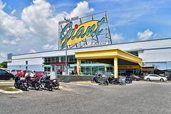 Giant Hypermarket (chooyutshing) Tags: giant hypermarket jalanpadanghilaran kualaterengganu terengganu malaysia