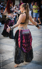 Bedlah (CarlesP) Tags: nikon theater theatre stage bellydancer catalonia medieval bellydance performers middleages garrotxa feudal attrezzo besalúmedieval stageclothes d5100 theatricalproperty feudallife theaterperformers raksbaladi