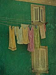 Dove sono i colori (Ska * mon) Tags: windows summer muro colors estate azzurro colori croazia filo isola finestre pannistesi panni cres