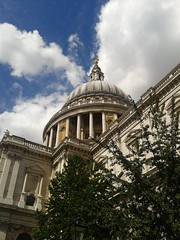 St Paul's Cathedral (theuncle12) Tags: cloud london english church st nuvola cathedral paolo basilica pauls chiesa cupola dome maggiore stpaulscathedral baroque bishop londra barocco sanpaolo inglese cattedrale englishbaroque baroccoinglese