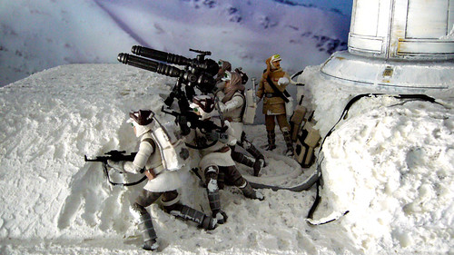 "Battle of Hoth diorama - rebel gunners in trench with major Bren Derlin • <a style=""font-size:0.8em;"" href=""http://www.flickr.com/photos/86825788@N06/7949267516/"" target=""_blank"">View on Flickr</a>"