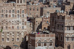 Yemeni-style palaces with ornate windows, old sana'a, yemen (anthony pappone photography) Tags: world pictures travel windows architecture digital canon lens photography photo republic foto image picture culture palace best unesco arab arabia yemen fotografia sanaa ramadan reportage photograher sejima suk finestre arabo yemeni phototravel yaman arabie arabiafelix arabieheureuse  arabianpeninsula        alyaman yemenpicture yemenpictures ornatewindows eos5dmarkii   carvedwindows  mediorient