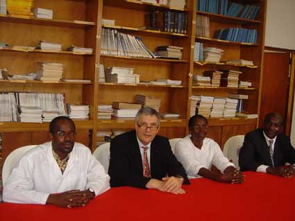 "Abidjan-institut Pasteur-mars2005 • <a style=""font-size:0.8em;"" href=""http://www.flickr.com/photos/60886266@N02/7975754888/"" target=""_blank"">View on Flickr</a>"