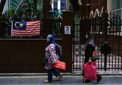 malaysian~ (asuramaru™) Tags: street film 50mm nikon kodak 400 malaysia kualalumpur analogue nikkor fm 2012 testroll ultramax masjidindia 8800f negativescanned ƒ18 jalantunkuabdulrahman