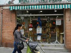Spaanse 'hammen' (JosDay) Tags: street people shop ham winkel jambon straat