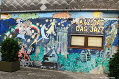 Jazz dag - Dag jazz (Red Cathedral uses albums) Tags: sonyalpha a77markii a77 mkii alpha sony sonyslta77ii slt evf translucentmirrortechnology redcathedral graffiti streetart urbanart contemporaryart belgium jazz mural sintromboutstoren decay