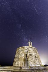 Castillo de las Coloradas. (invesado) Tags: castillo de las coloradasplaya blancalanzarotenocturnavia lácteanikon7100tokina 1116
