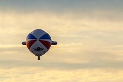 allein (in explore) (tan.ja1212) Tags: warstein montgolfiade luftfahrtschiff himmel sky wolken clouds dämmerung