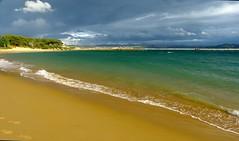 Playa de la Magdalena (Cantabria) (alfonsocarlospalencia) Tags: playa de la magdalena cantabria santander luz azul amarillo verde arena turbn orilla agua espuma contraste celaje bikini somo horadada tringulos