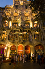 IMG_6537 Evening in Barcelona (Casa Batllo - Gaudi) (jaro-es) Tags: barcelona espaa architecture evening abend architektur architektura eos450 photographyforrecreationeliteclub rememberthatmomentlevel1