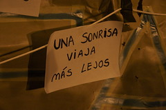 Una sonrisa viaja más lejos (Alba CG) Tags: smile 15m sonríe spanishrevolution acampadasol