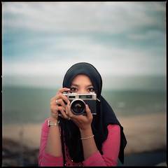 #cool.girl.shoot.film (hey.poggy) Tags: 6x6 mediumformat hijab malaysia ph 120mm filmphotography filmisnotdead kodakektacolorpro160 poggyhuggies coolgirlsshootfilm