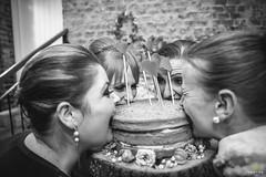 OF-Casamento-BernardineFabricio-9037 (Objetivo Fotografia) Tags: casamento buqu vestido ruiva amor love flores escada quadro digitais maquinadeescrever coraes bolo naked cake bebidas charuto casamorreto noivo noiva objetivofotografia eduardostoll felipemanfroi sobremesa luz sorrisos felicidade celebration celebrao comemoration comemorao amigos famlia family amizade contraluz sombra silhueta balano aia
