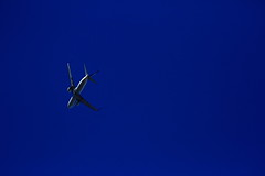 20160821_IMG_7736 (NAMARA EXPRESS) Tags: landscape airplane jetplane sky darksky deepsky dark shine summer fine outdoor color toyonaka osaka japan canon eos 7d tamron sp 70300mm f456 namaraexp